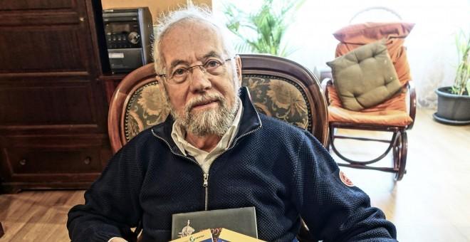 Enrique Martínez Reguera en su casa de Moratalaz, hogar de  67 menores desfavorecidos a los que educó.- JOSÉ BAUTISTA