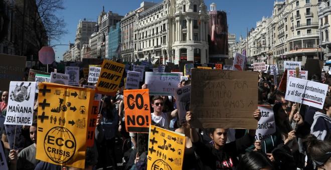 Los estudiantes toman las calles de Madrid para exigir una acción global sobre el cambio climático. / Reuters