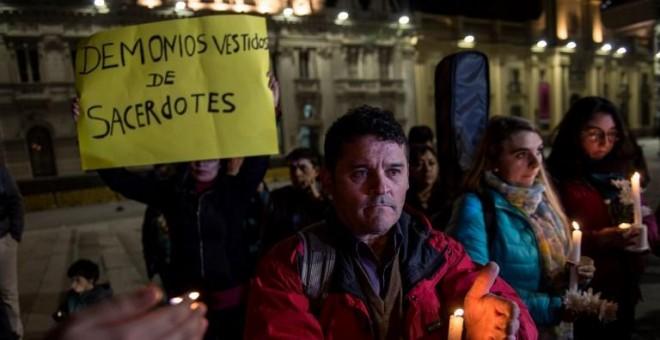 Manifestación en Santiago de Chile en protesta por los casos de abusos en la Iglesia. AFP/Martin Bernetti