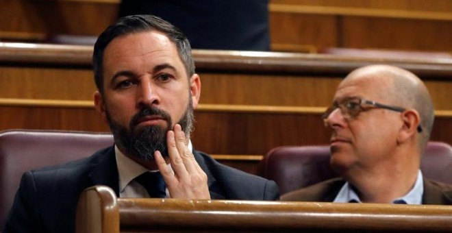 El presidente de VOX, Santiago Abascal, en uno de los escaños del Congreso de los Diputados