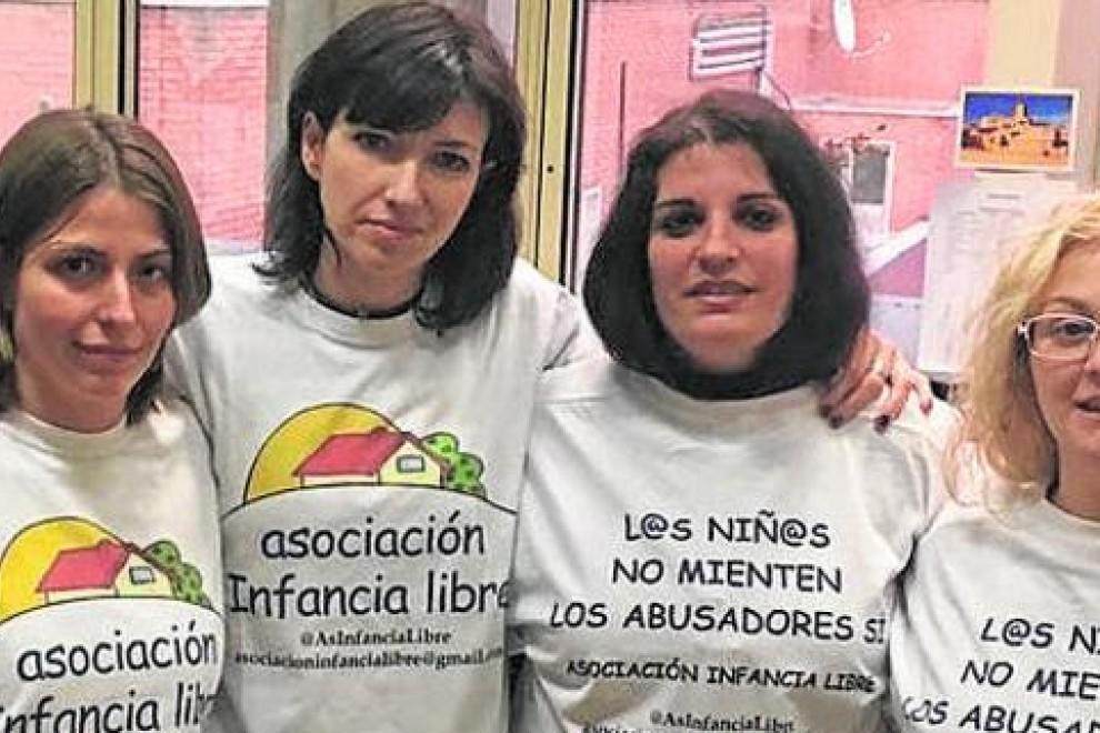 Algunas de las mujeres ligadas a Infancia Libre, tres de las cuales fueron detenidas.
