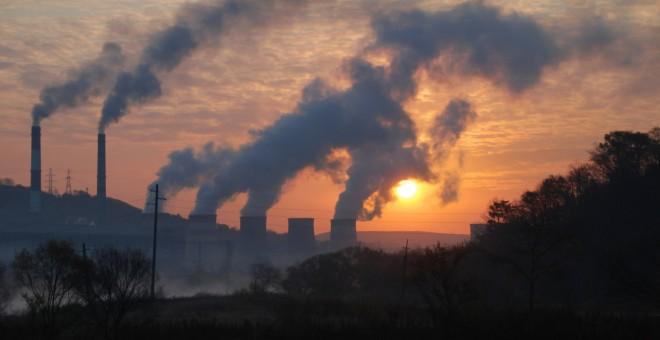 Emisiones de una planta térmica de carbón. REUTERS