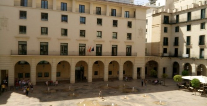 Imagen de archivo del edificio de la Audiencia Provincial de Alicante donde se juzgarán los hechos. / EFE