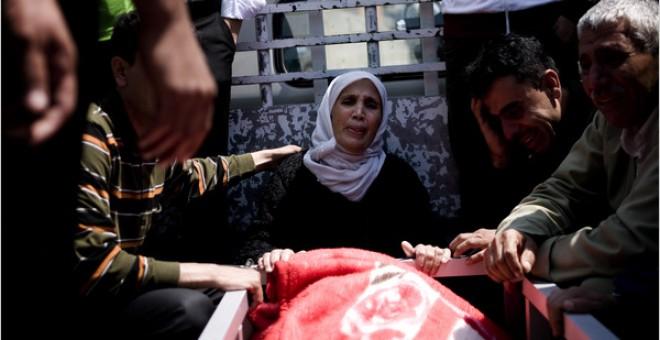 Familia de Sardasht Osman, un estudiante que fue encontrado muerto en Mosul. / Reuters