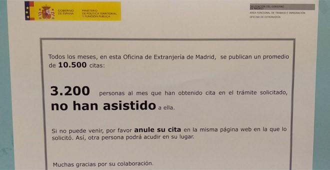 Cartel en una Oficina de Extranjería que, paradójicamente, señala las personas que no se han presentado a una cita.