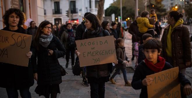 Protesta de vecinos y vecinas contra la falta de respuesta institucional ante la desprotección de los solicitantes de asilo que llegan a Madrid.- JAIRO VARGAS