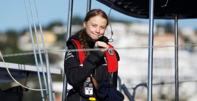 Greta Thunberg, a bordo del catamarán en Lisboa. | REUTERS/Rafael Marchante