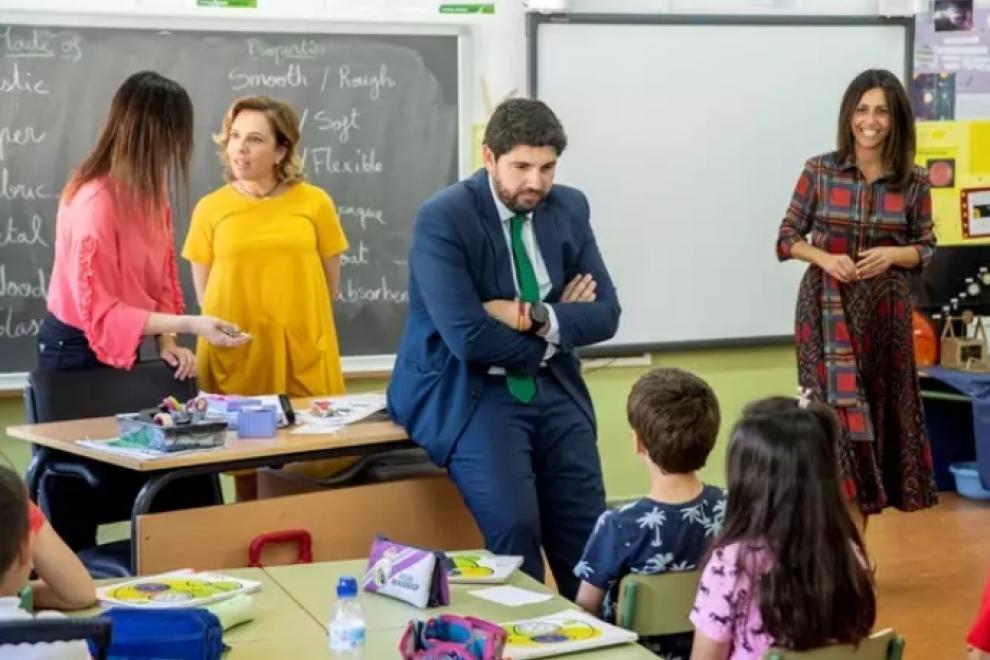 El presidente de la Región de Murcia, Fernando López Miras, durante una visita a un colegio en una imagen de archivo. / EUROPA PRESS - PP