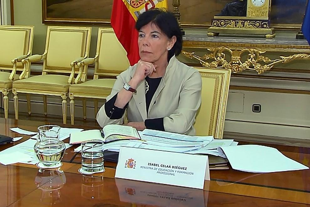 Captura tomada de la señal institucional del Ministerio de Educación, de la ministra de Educación, Isabel Celaá, mientras participa en la Conferencia Sectorial telemática con los consejeros autonómicos, este jueves, en Madrid. EFE/Ministerio de Educación