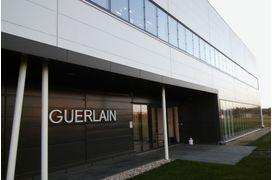Guerlain a investi 2 millions d'euros dans une septième ligne de préparation de crèmes et émulsions au sein de son usine à Chartres.
